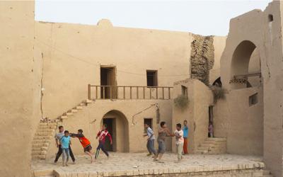 "Fundació Antoni Tàpies : Hannah Collins ""Iwillmakeupasongandsingitina theatre with night air above my head"""